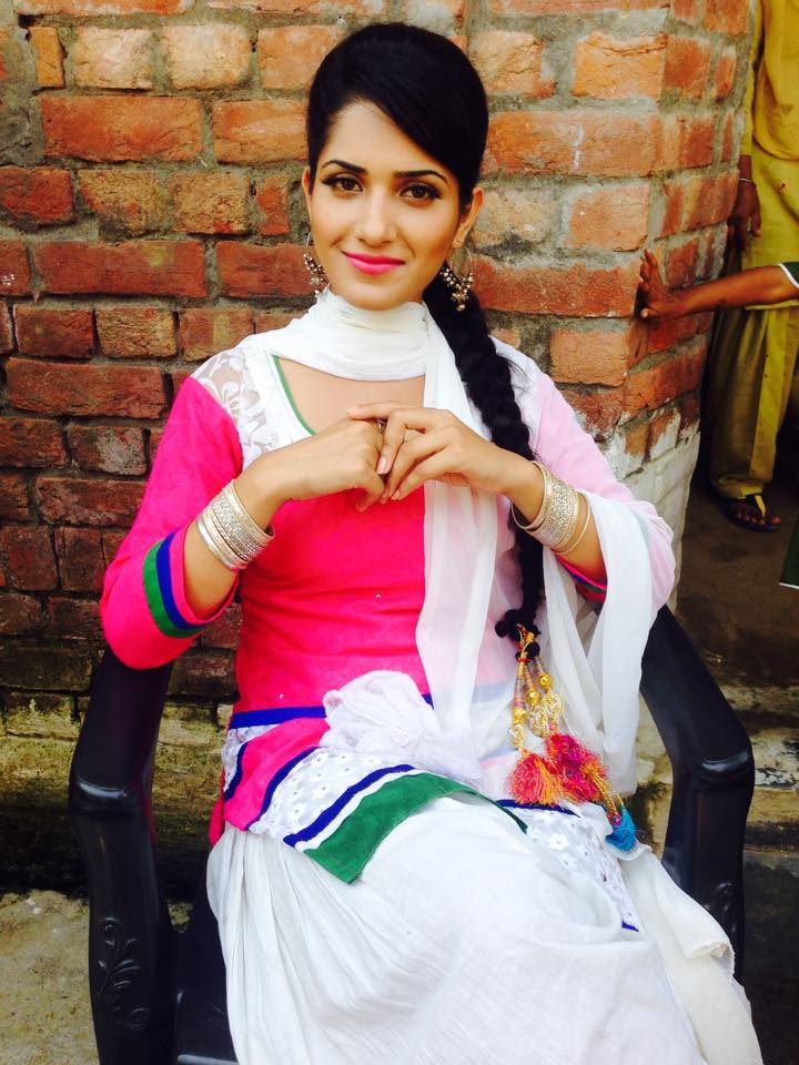 Ruhani Sharma Social Naukar