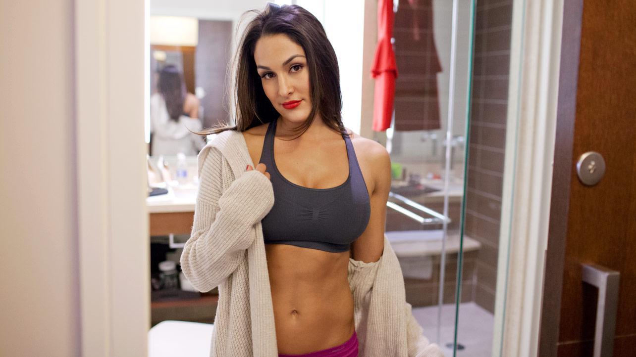 Nikki Bella  Social Naukar-8916